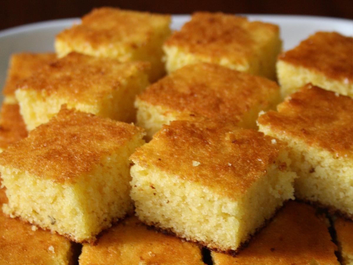 Bolo de fubá (Cornmeal Cake)