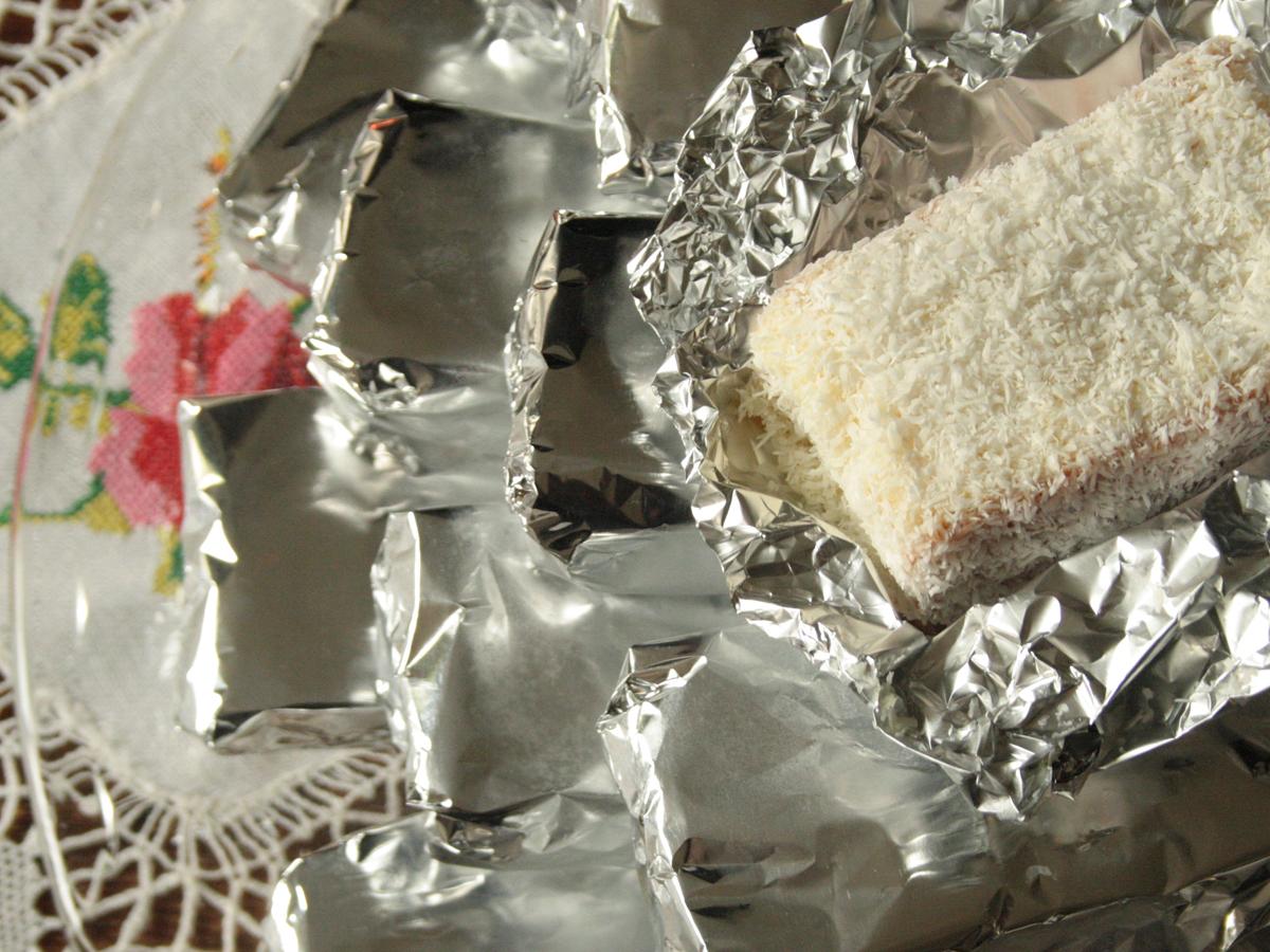 Bolo embrulhado (Wrapped cake slices)