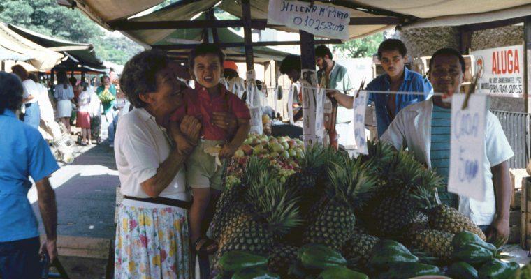 Feira livre, il mercatino della frutta e verdura